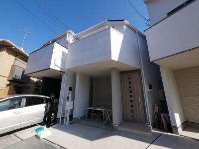 制震ダンパーを搭載し、地震の揺れを軽減してくれる邸宅です。